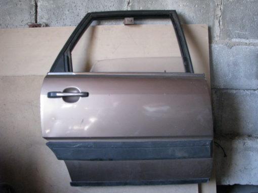 Дверь правая задняя, стекло, стеклоподъёмник, замок, ручка audi 100 кузов 44, ( ауди ) 86г. ( цена за голую дверь ).