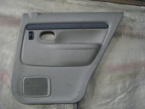 обшивка ( панель, облицовка, картина ) двери задней правой mazda demio dw3w ( мазда демио ) 99г