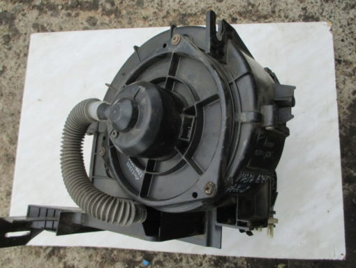вентилятор отопителя в корпусе ( печка, отопитель ) mazda familia bjep, 323 ( мазда фамилия ) 99г.